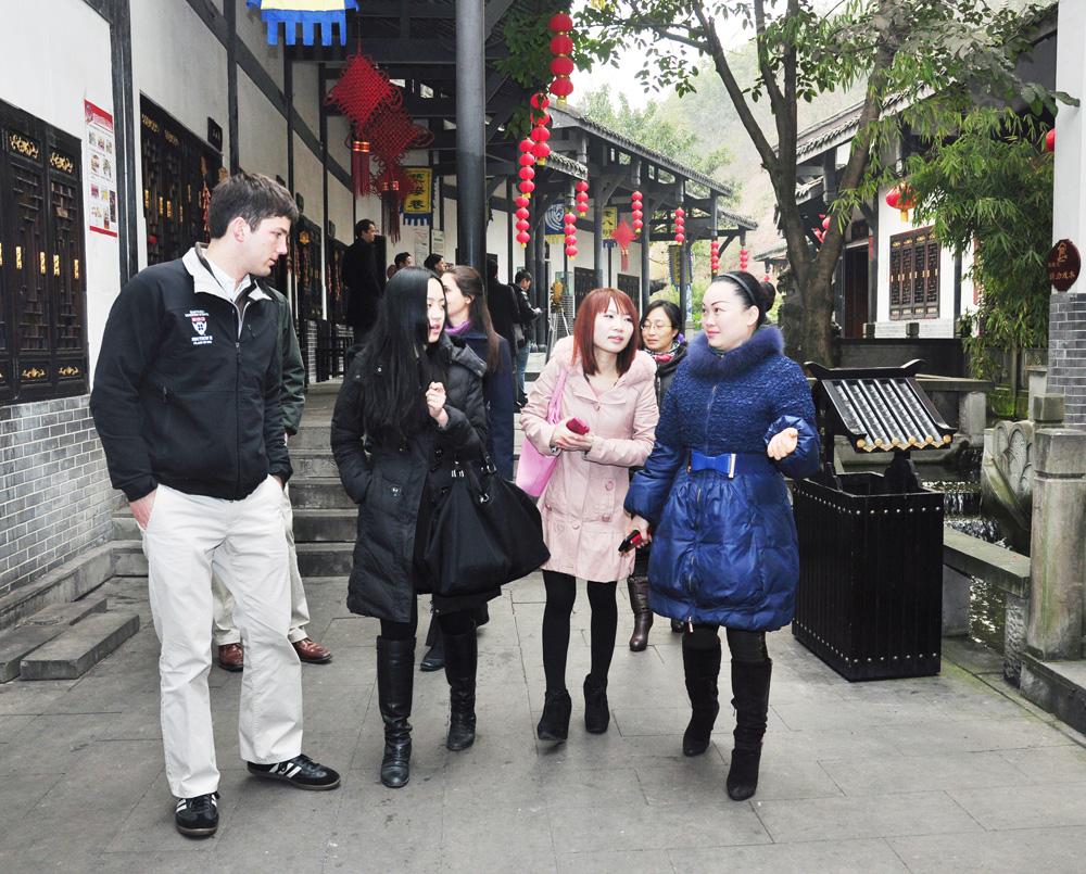 2013年1月7日-12日哈佛商学院学生走进18新利手机客户端居之18新利手机客户端古镇